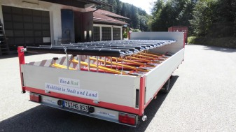Low loading height as well as rapid and energy-saving loading and unloading
